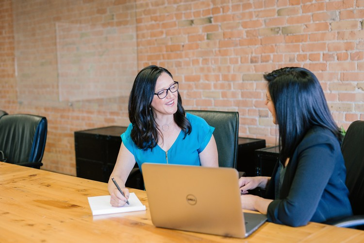 Dos & Don'ts of Conducting a Job Interview_Yellow Spark Blog